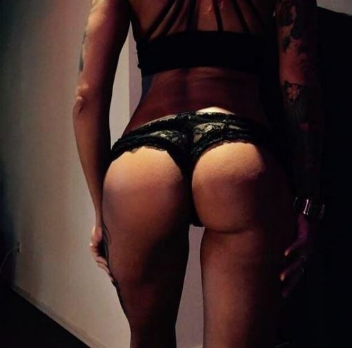 Süße Grüße aus Lübeck sende ich euch ☺️😘 #kiss #yummy #becauseimhappy #happygirl #lovely #ass #string #sexy #wanted #timetorelax #withmylove #iloveyou #besttime #girl #HOT #INKED #tattoed