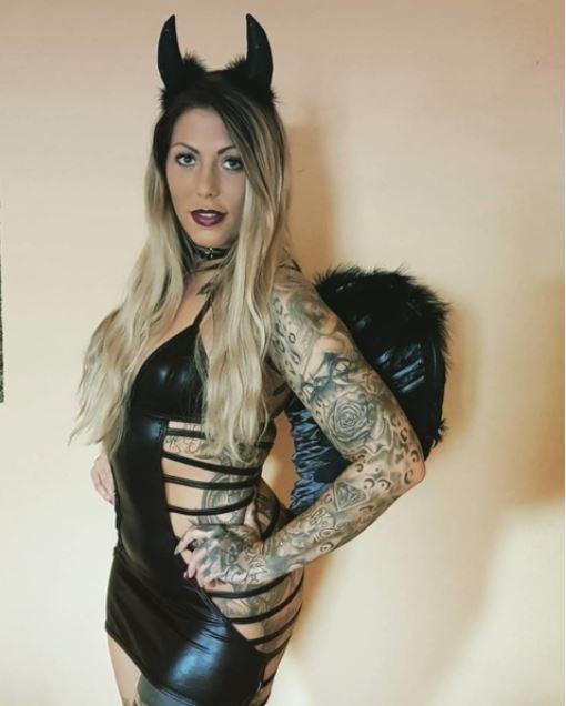 Halloween Party...gefällt euch mein Kostüm? #miablowhh #miachristin #happyhalloween #black #devil #angel #Germangirl #inkedgirls #beautiful #pornactress #pornstars #lovethatshit #girlsjustwannahavefun #lovemyjob