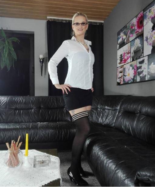 Wer brauch eine Sekretärin? Ich stelle mich zur Verfügung. Einen entspannten Dienstag wünsch ich euch. Bussi Mia