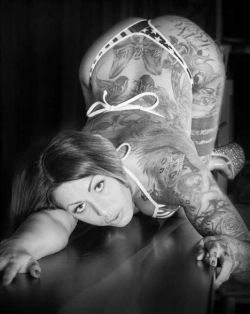 ..was für ein scheiß Wetter seit heute Nacht ;-( wünsche euch trotzdem einen schönen Nachmittag #miablowhh #miachristin #Germangirl #pornactress #INKED #inkedgirls #tattoogirl #superdoggy #sexyass #girlsjustwannahavefun #black #white ...