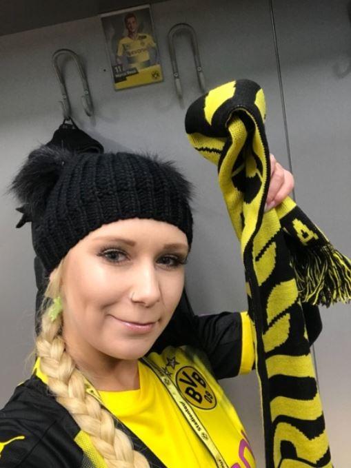 Am Sonntag heißt es wieder: Daumen Drücken Borussia Dortmund 😍💪⚽ Mackiere alle deine Freunde die auch BVB Fan sind! 😎